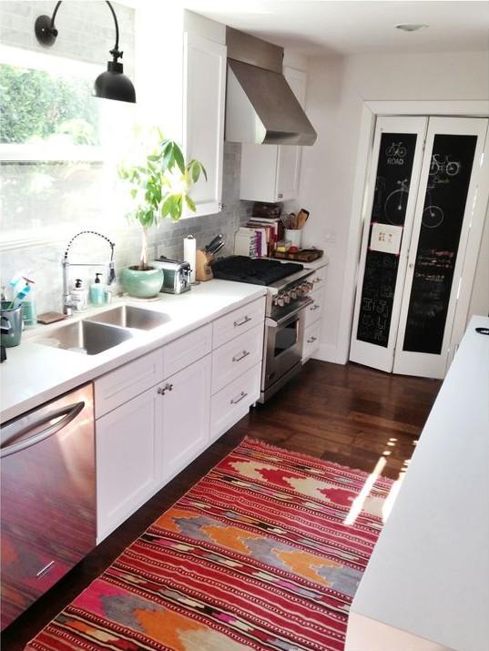 Bright kitchen rug via Amber Interiors